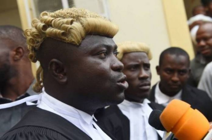 [Just in] Police Arrests Evans' Lawyer in Court